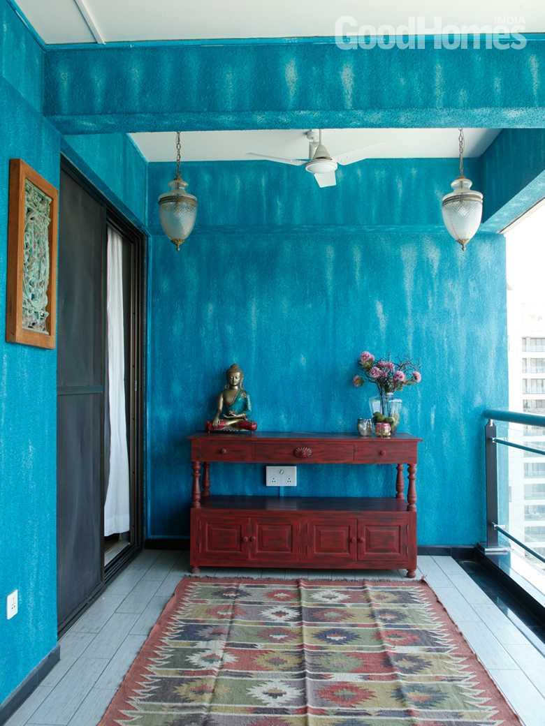 Foyer Interior Pune : This pune home is a perfect mix of contemporary elements
