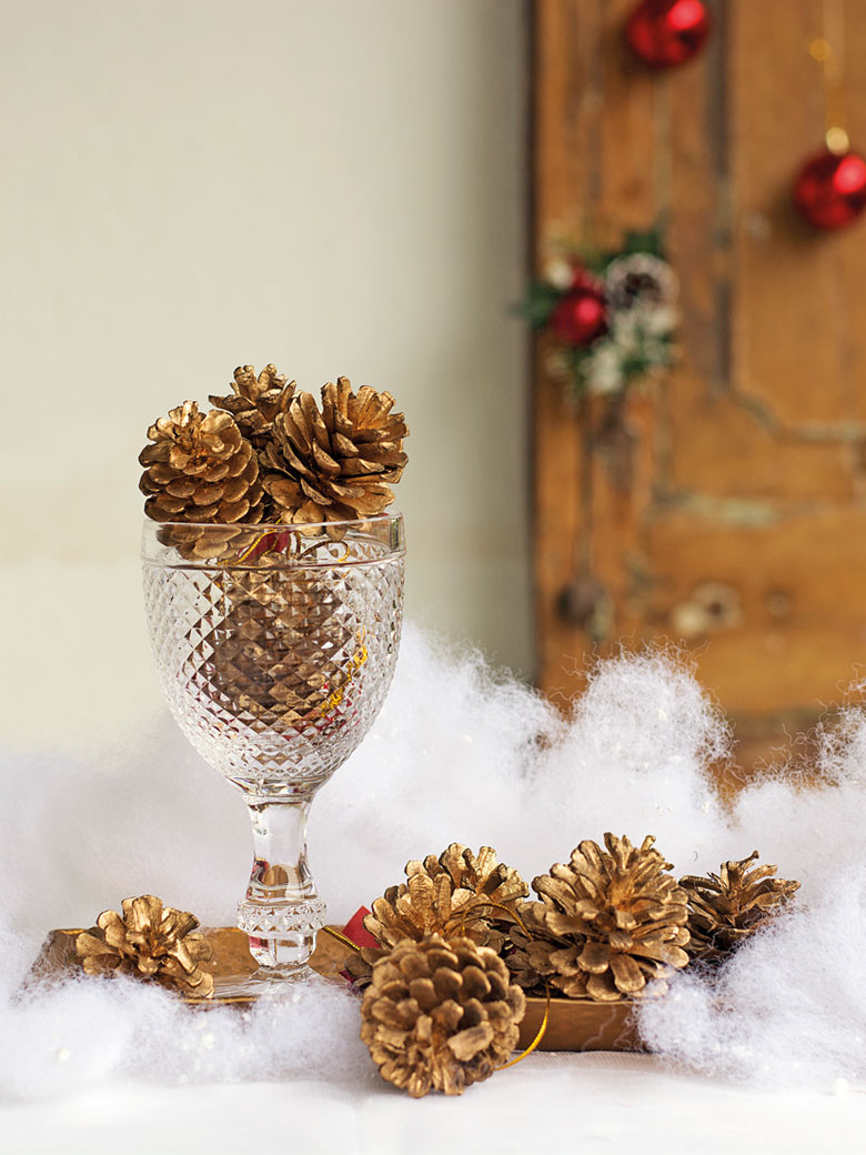Crystal goblet with acorns