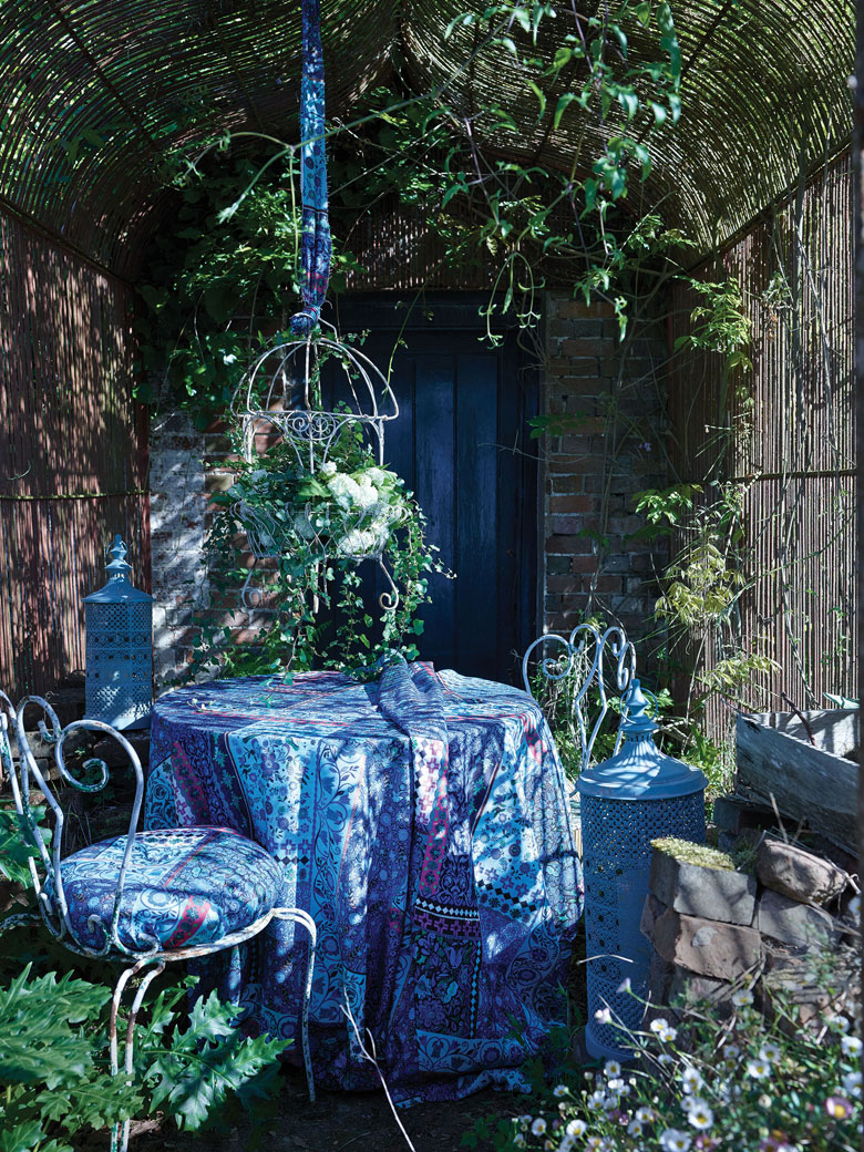 Blue Outdoor Setting