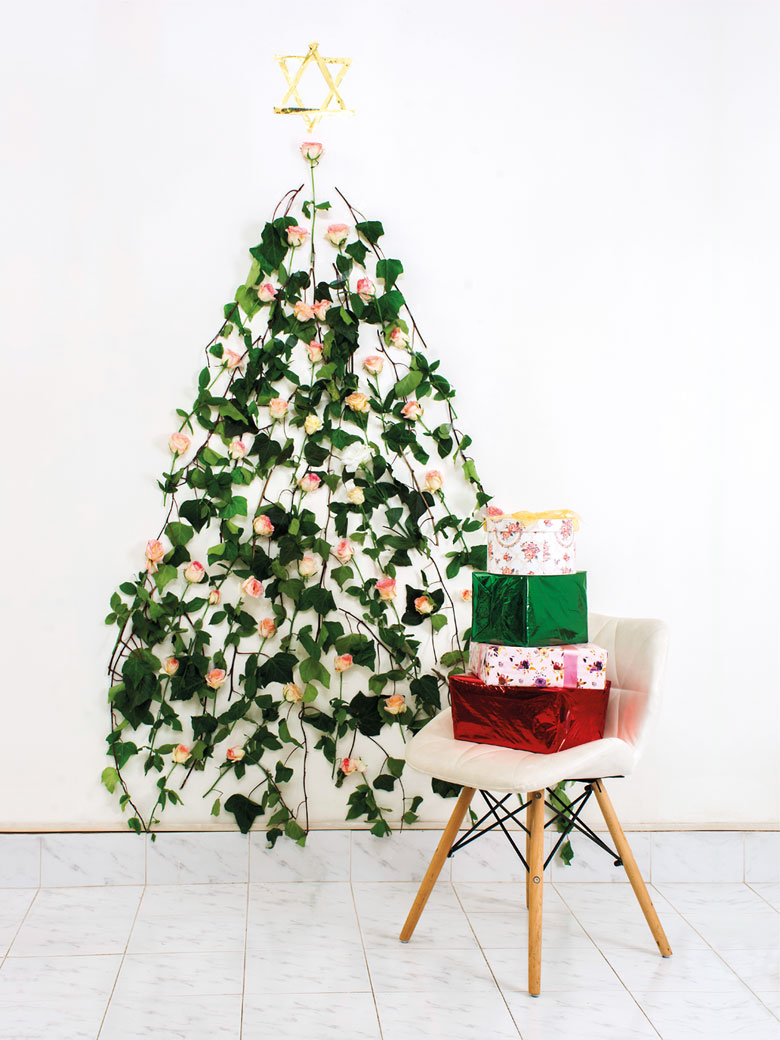 A wall Christmas tree designed with roses and gift boxes
