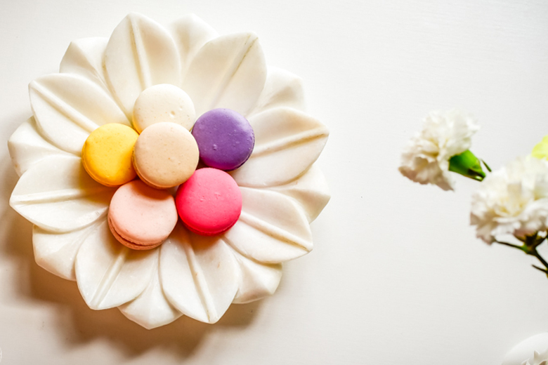 Floral ways to display macarons