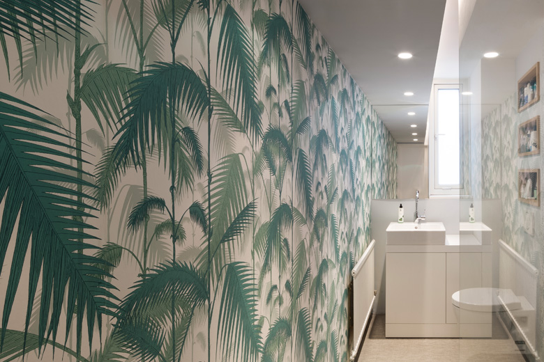 tropical wallpaper in bathroom