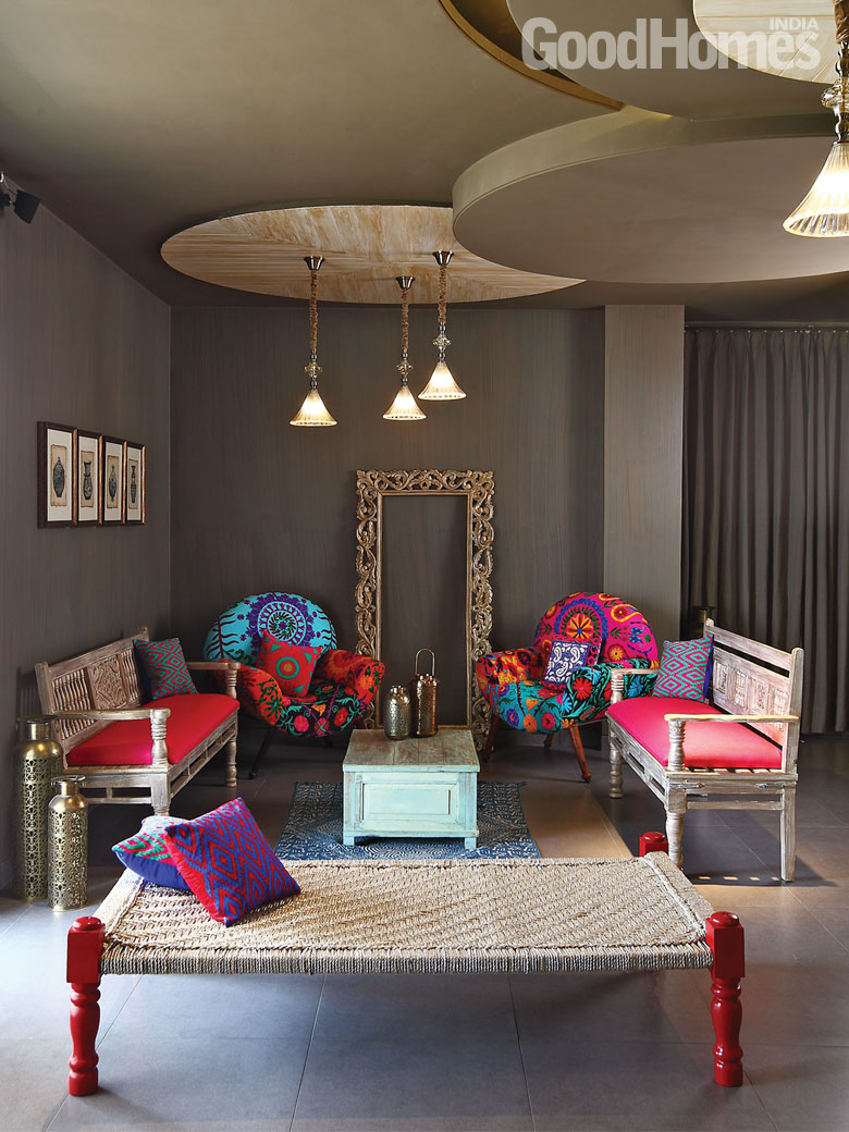 Traditional and contemporary living room by Shantanu Garg