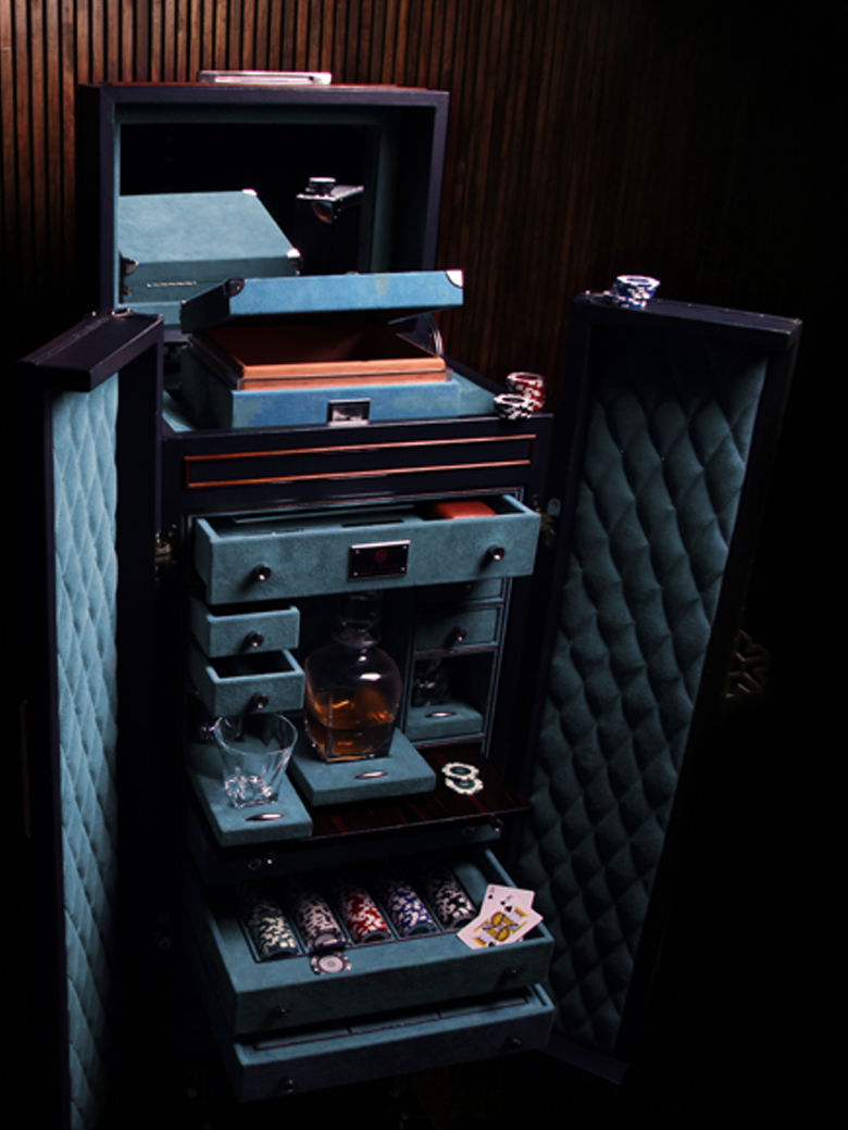 Bar and Poker Trunk