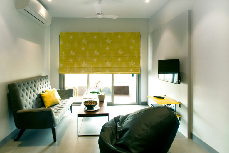 Living room in Grey and yellow