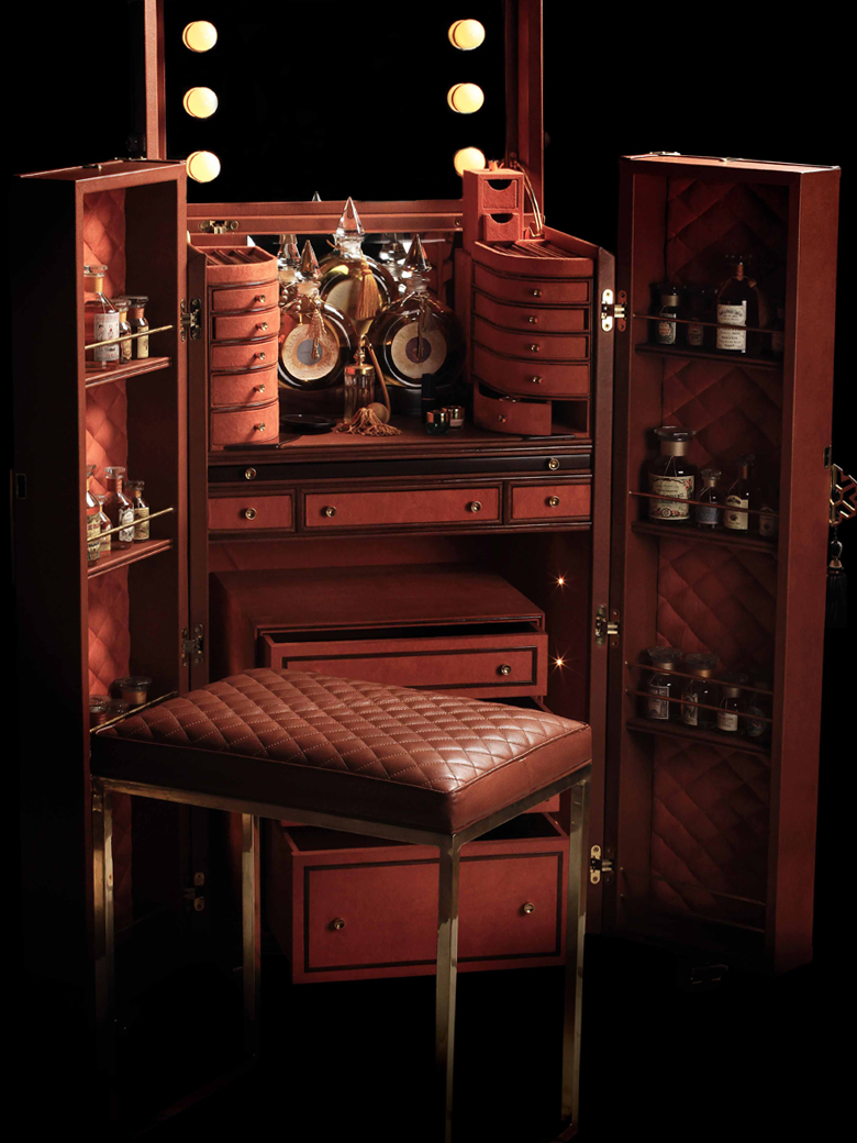 Make-Up Trunk