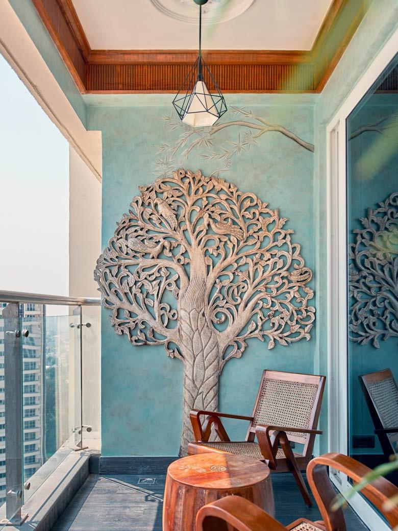 Design on balcony wall