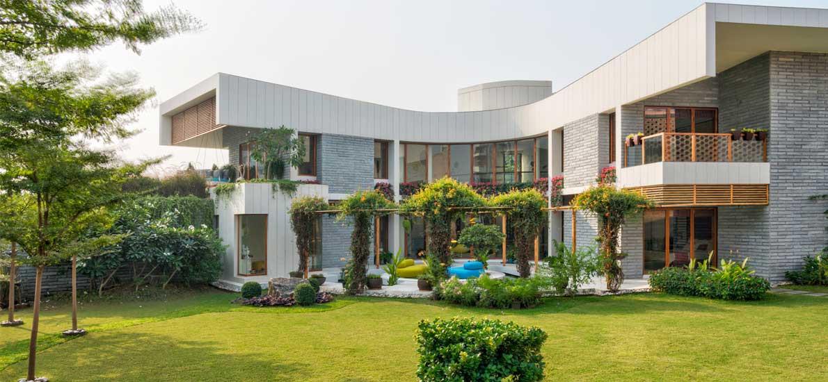 A boomerang-shaped villa in proximity to nature