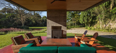 This Brazilian home is built adjacent to a national park in Rio de Janeiro!