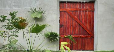We travel to Kerala to visit the striking brick house of Trivandrum!